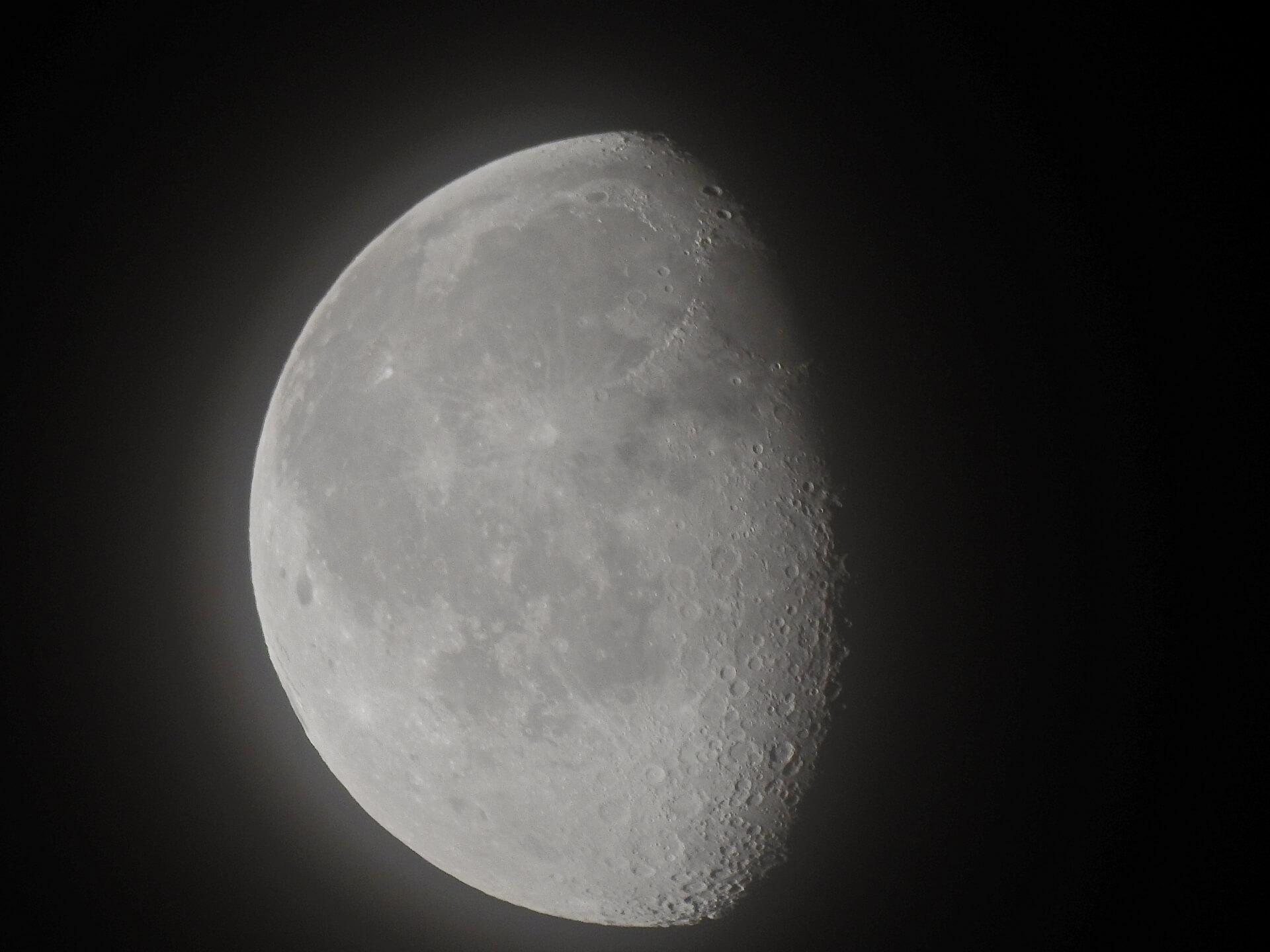 月、クレーター