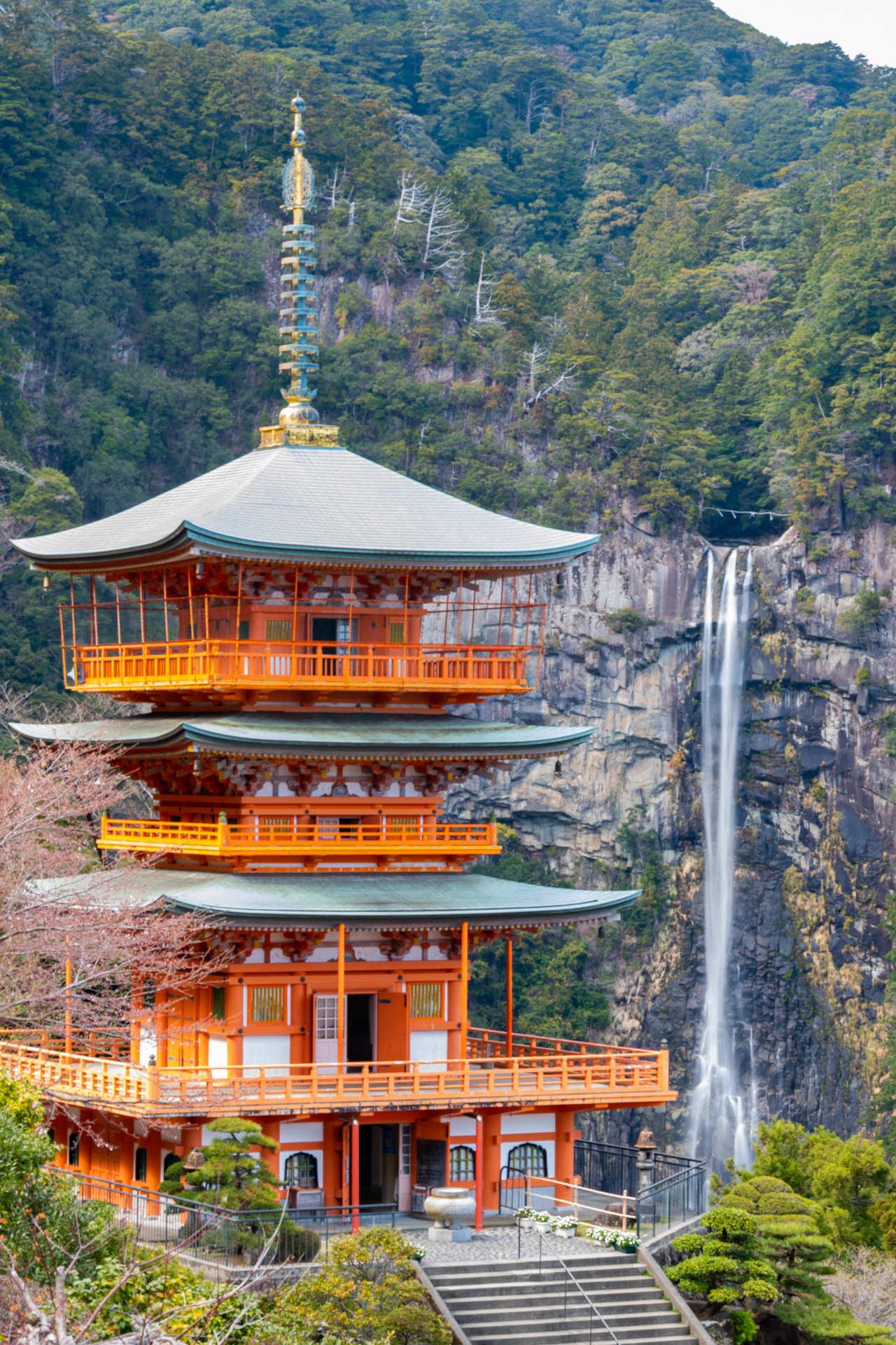 那智の滝と三重の塔