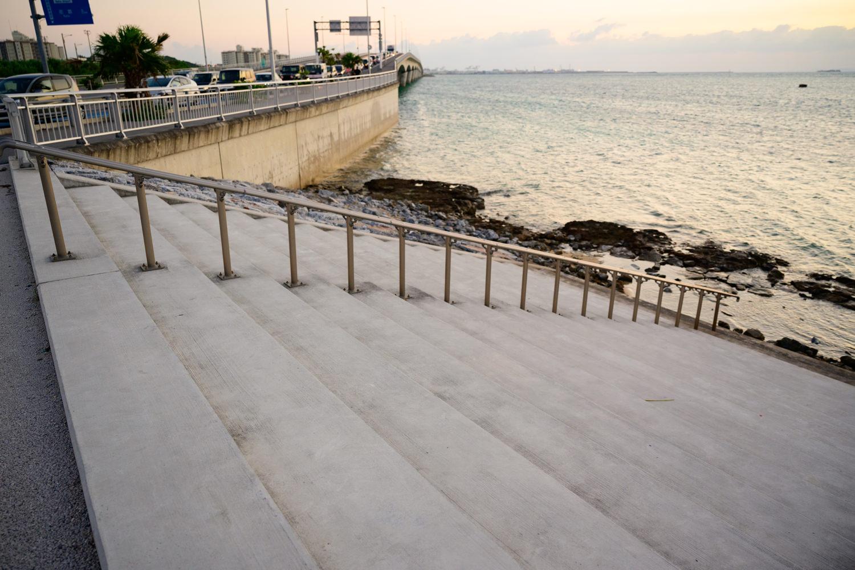 里浜ビーチとカーミージー駐車場